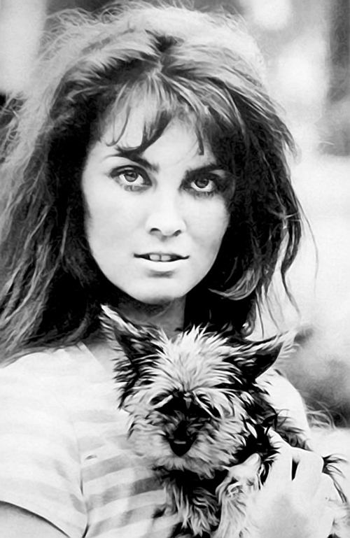Caroline Munro Nude Photos 18