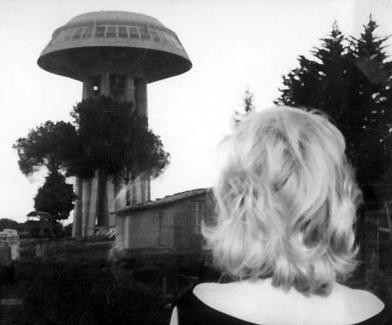 eclisse-l-1962-001-monica-vitti-back-shot-00o-7lv